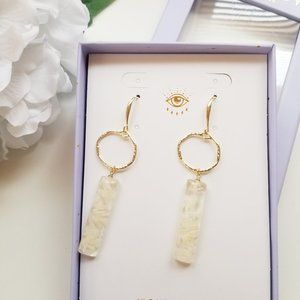 NWT Eye Candy Luxe Lucite Resin White Petals Drop